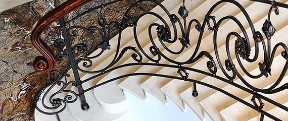 Внутренние балюстрады и лестницы
