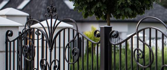 Bramy kute i ogrodzenia