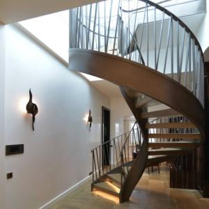 balustrada kuta na schodach spiralnych
