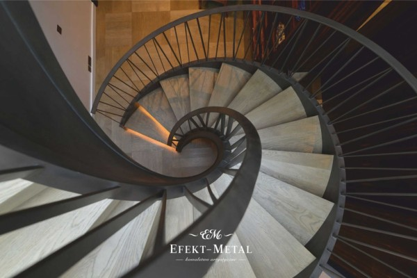 schody spiralne w nowoczesną balustradą