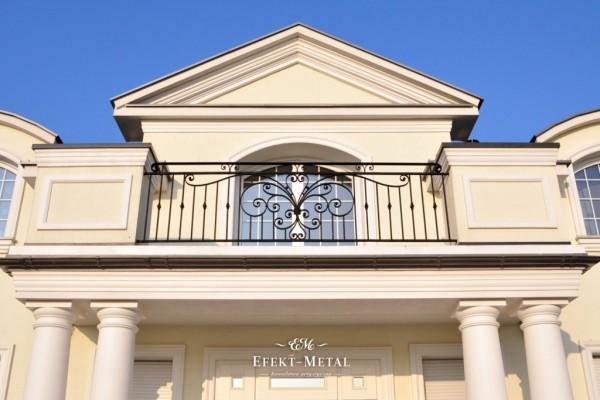 element dekoracyjny na balustradzie kutej