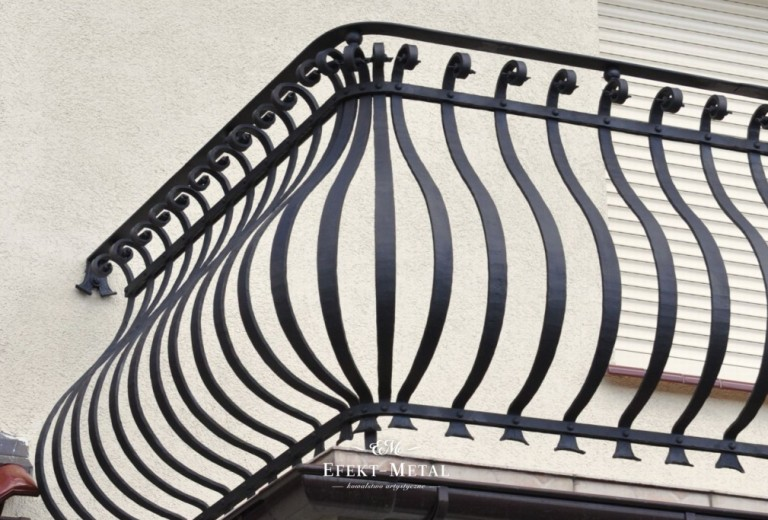 czarna kuta balustrada
